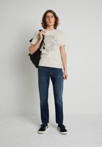 Levi's® - WELLTHREAD 502™ - Jeans straight leg - high tide indigo - 1
