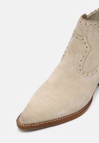 Bronx - JUKESON - Cowboy/biker ankle boot - sand - 7