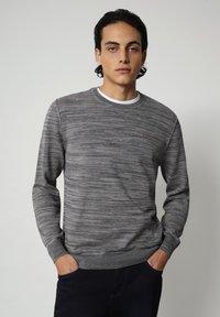 Napapijri - DUEVILLE CREW - Pullover - dark grey melange - 0