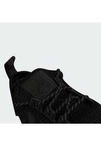 adidas Originals - PHARRELL WILLIAMS NMD_R1 - Sneakers - core black - 7