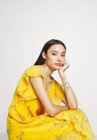 Lauren Ralph Lauren Petite - ENDINE CAP SLEEVE DAY DRESS - Day dress - true marigold/grey/multi - 5