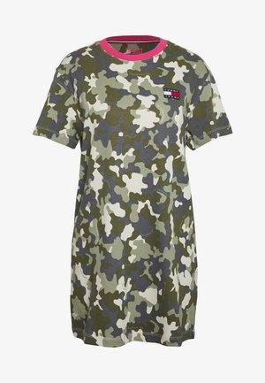 TJW CAMO TEE DRESS - Jerseykleid - olive tree