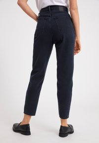 ARMEDANGELS - MAIRAA  - Slim fit jeans - black/blue - 2