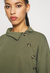 Noisy May - NMERIN HIGH NECK BUTTON - Sweatshirt - kalamata - 4