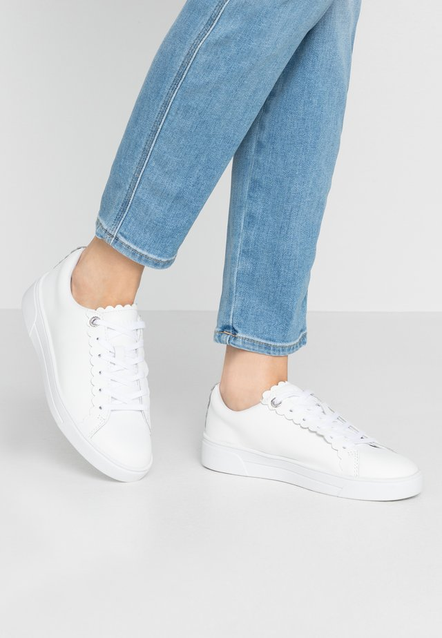 TILLYS - Baskets basses - white