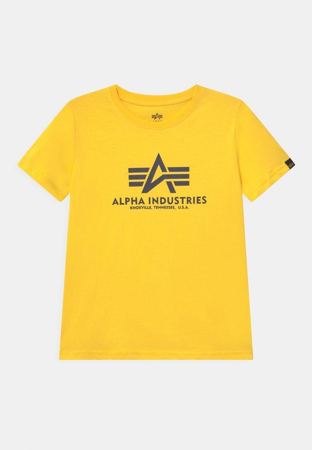 BASIC - T-shirt print - empire yellow