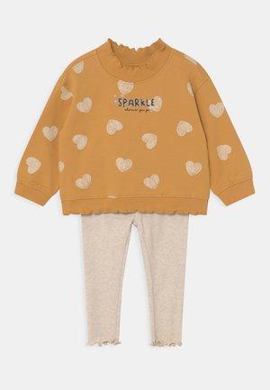 JOG SET - Sweatshirt - golden apricot