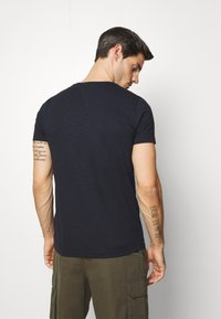 Tommy Hilfiger - SLUB TEE - Basic T-shirt - blue - 2