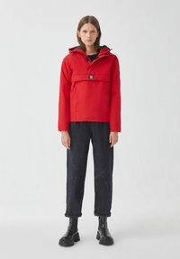 PULL&BEAR - Zimní bunda - red - 1