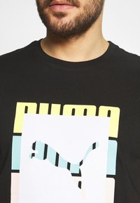 Puma - SUMMER COURT GRAPHIC TEE - Print T-shirt - black - 5