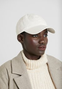 Wood Wood - LOW PROFILE - Cap - off-white - 4