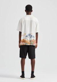 PULL&BEAR - Overhemd - off-white - 2