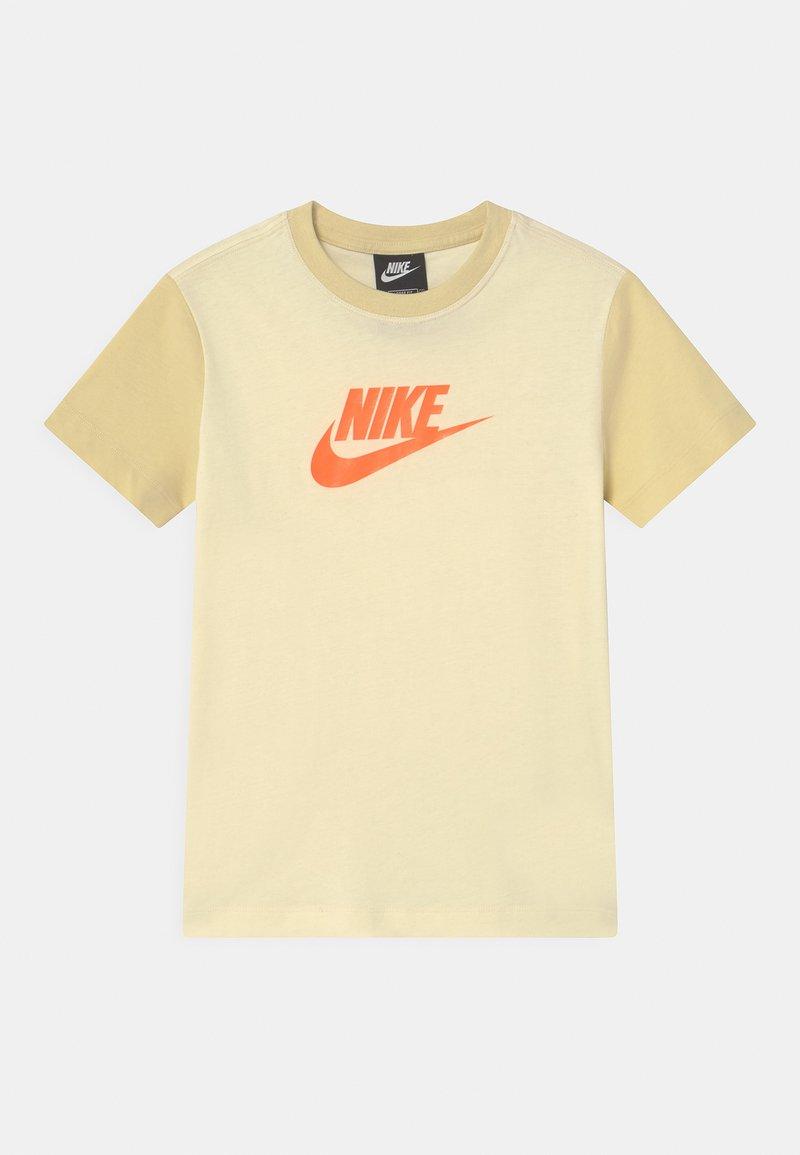 Nike Sportswear - Print T-shirt - coconut milk/lemon drop/bright mango