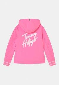 Tommy Hilfiger - FLURO - Lehká bunda - cotton candy - 1