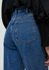 PULL&BEAR - MOM - Jeans baggy - blue - 4