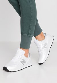 New Balance - WL373 - Matalavartiset tennarit - white/grey - 0