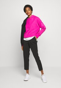 ONLY - ONLVILDA ASTRID CIGARETTE PANT - Trousers - black - 1