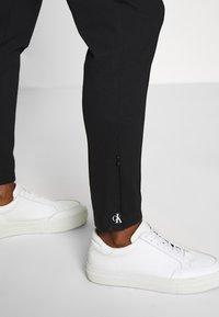 Calvin Klein Jeans - LOGO ELASTIC MILANO TROUSER - Trousers - ck black - 3