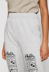 NEW girl ORDER - CONVERSATION JOGGERS - Tracksuit bottoms - grey - 5