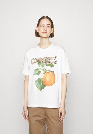 KJERAG PEACH TEE - Print T-shirt - ecru
