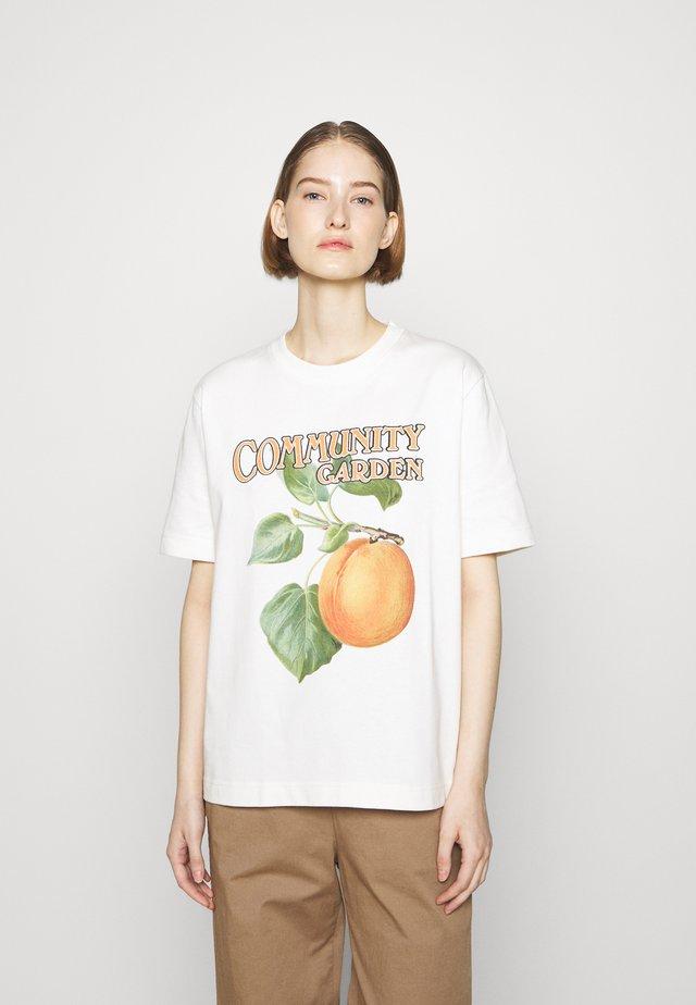 KJERAG PEACH TEE - T-shirt imprimé - ecru
