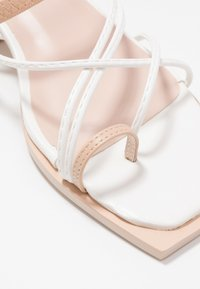 Lost Ink Wide Fit - STRAPPY TWO TONE FLAT - Varvassandaalit - white - 2