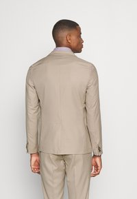 Isaac Dewhirst - THE SUIT - Kostym - beige - 3