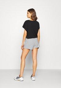 Gina Tricot - ABBIE - Shorts - light grey melange - 2