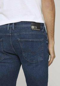 TOM TAILOR DENIM - Slim fit jeans - destroyed dark stone blue deni - 5