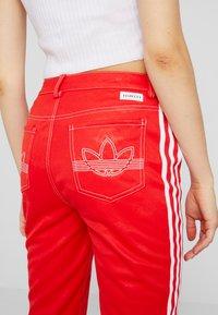 adidas Originals - TRACKPANT - Jogginghose - red - 3