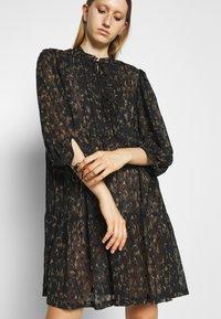 DESIGNERS REMIX - KIELY DRESS - Day dress - black/camel - 6