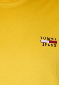 Tommy Jeans - CHEST LOGO TEE - Basic T-shirt - pollen - 2