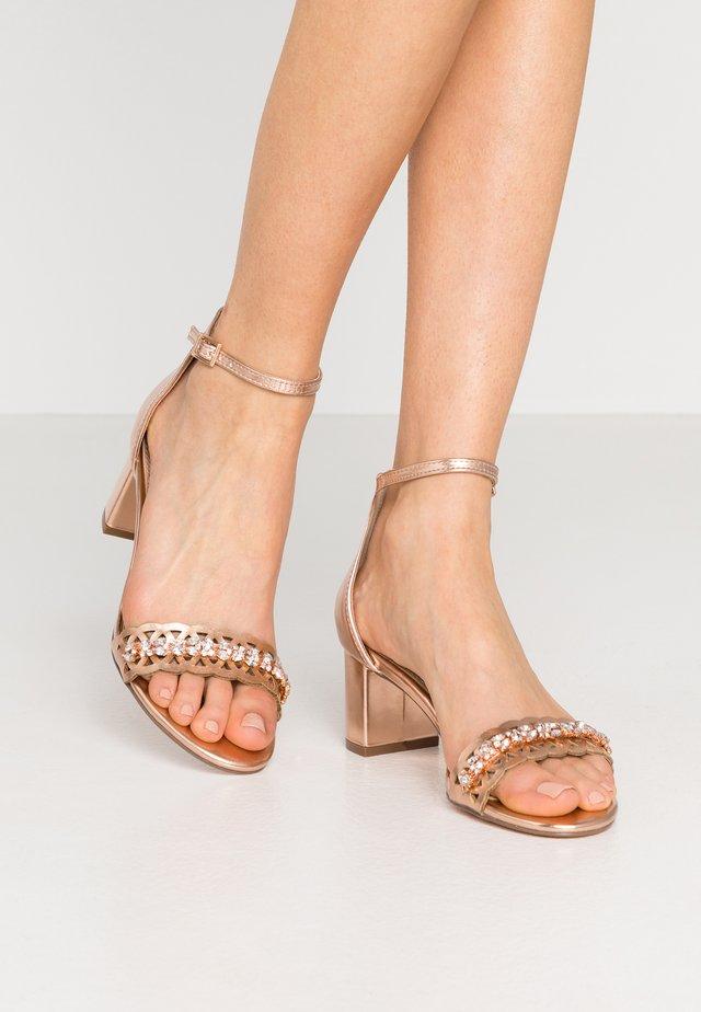SOLANGE LAZERCUT BLOCK - Sandals - rose gold