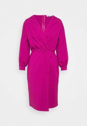 PLEATED WRAP PENCIL DRESS - Kjole - magenta