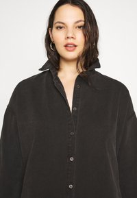 Missguided Plus - OVERSIZED - Button-down blouse - black - 4