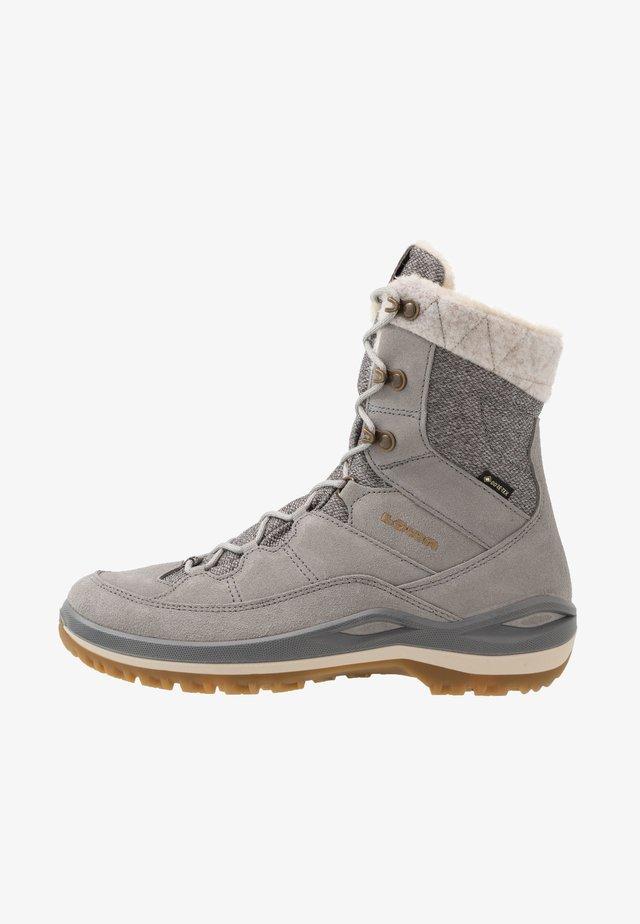 CALCETA III GTX  - Winter boots - grau/honig