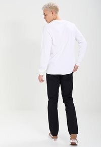 Carhartt WIP - SID LAMAR - Pantalones chinos - dark navy rinsed - 2
