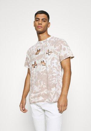 TIE DYE ROSEBOWL REALITY REGULAR - Print T-shirt - tan