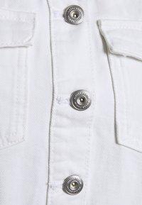 Pieces - PCGREYSON JACKET - Denim jacket - bright white - 2