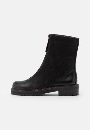 ANAGALLIS - Classic ankle boots - black/mattone