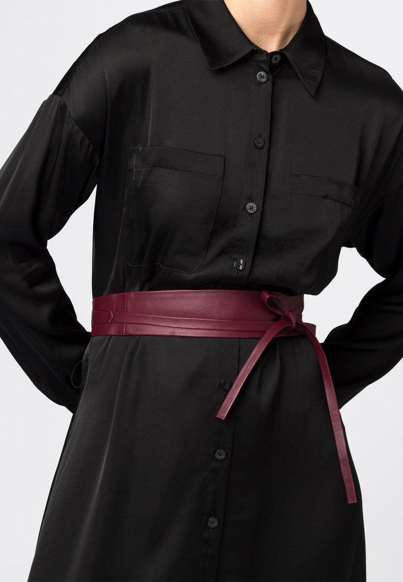HALLHUBER - Waist belt - rubinrot