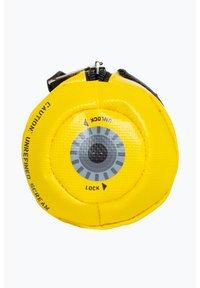 Hype - DISNEY MONSTERS SCREAM PENCIL CASE - Pencil case - yellow - 3