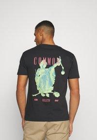 Common Kollectiv - ROSE TEE UNISEX  - Print T-shirt - washed black - 2
