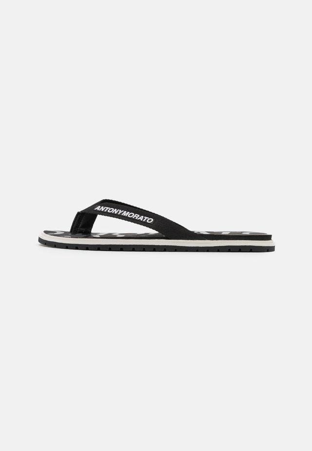 RIO - Sandály s odděleným palcem - black