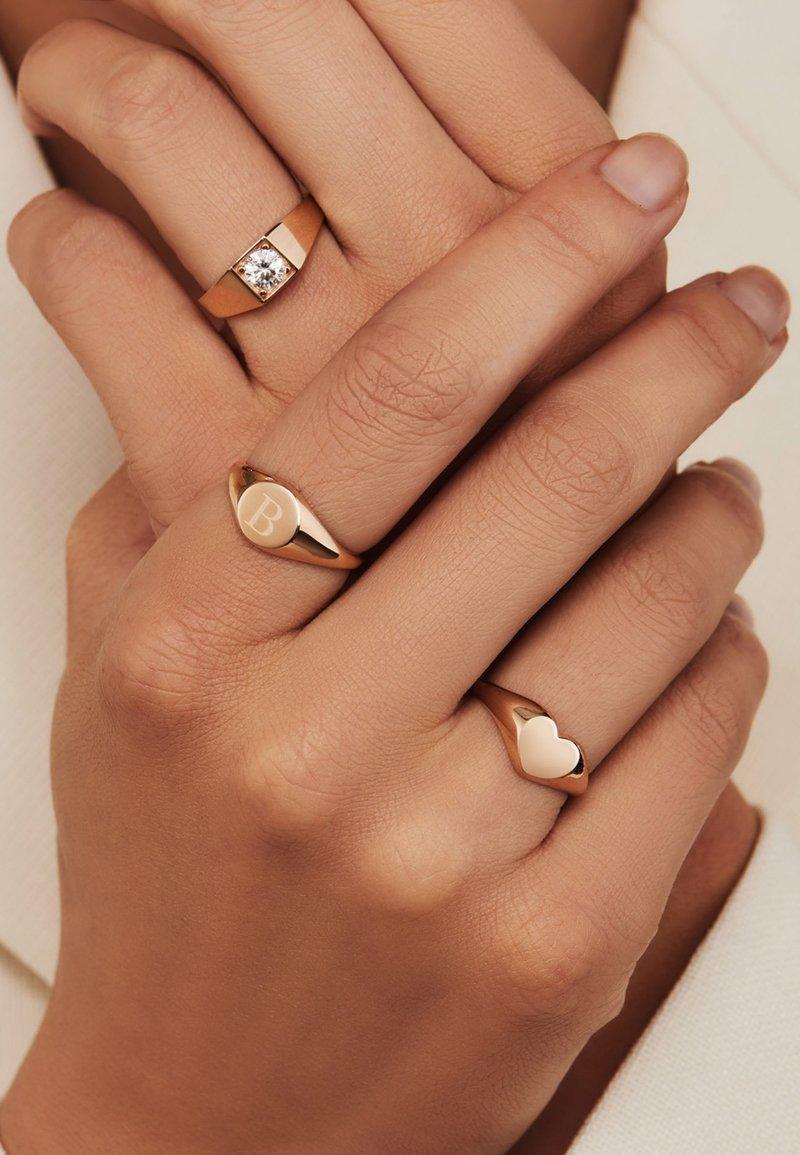 Isabel Bernard - Ring - roségold