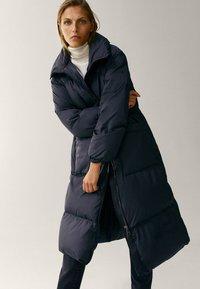 Massimo Dutti - MIT STEPPNÄHTEN  - Winter coat - dark blue - 5