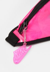 Nike Sportswear - HERITAGE UNISEX - Ledvinka - pink blast/black - 4