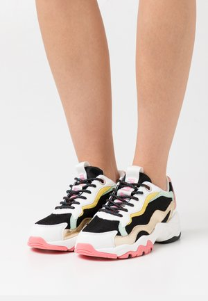 SLOANE CUTE - Sneakers laag - black