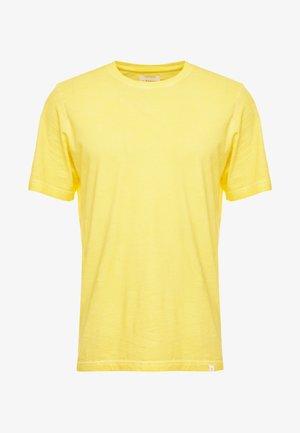 PEDRO TEE - Basic T-shirt - kuyellow