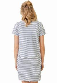 Vertbaudet - Jersey dress - weiß/blau gestreift - 2